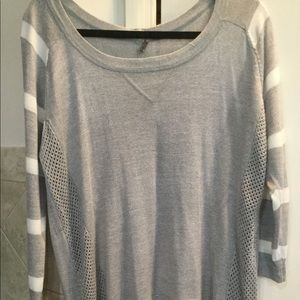 Cute gray and white tunic top!! Woman's large